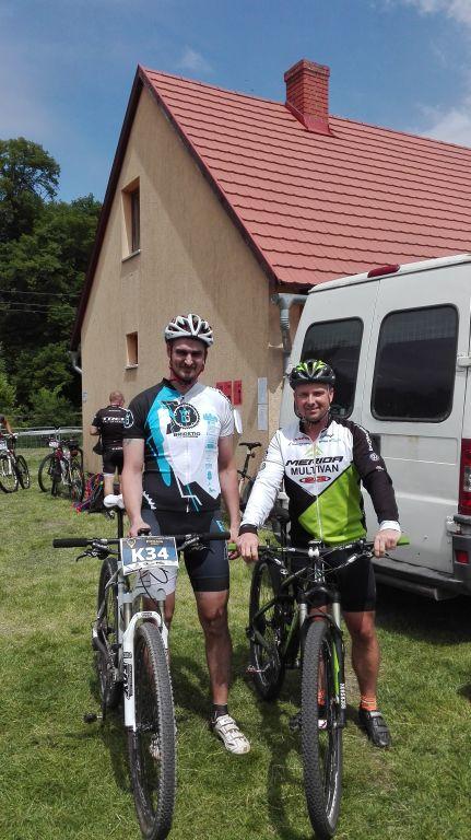 Robi és Tomi a célba érkezést követően